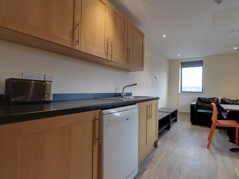 Metro Apartments kitchen 02