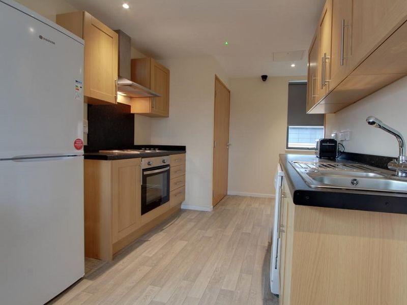 Metro Apartments kitchen 03